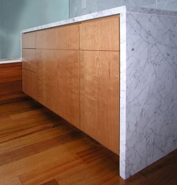 Ba o con m rmol y madera apartamentos for Banos marmol y madera