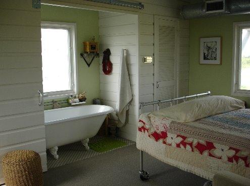 Dormitorio tradicional en una vivienda de campo americana