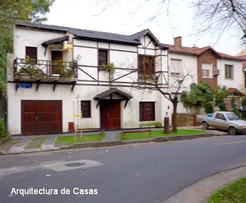 Casa familiar urbana de estilo campestre