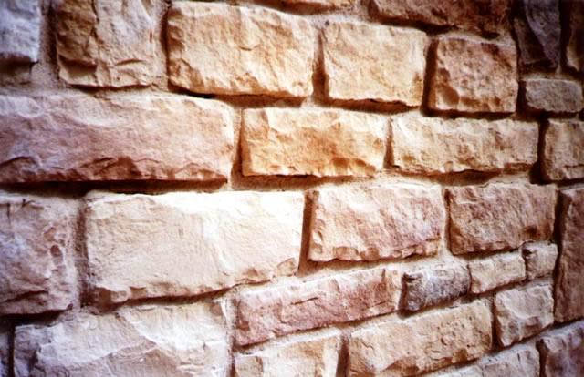 Pared de piedra natural en bloques trabajados
