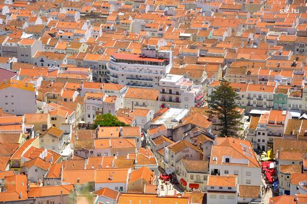Vista aérea de tejados de casas urbanas