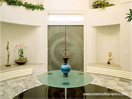 Ambiente moderno con radiadores de calefacción de gran diseño