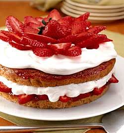 جديد مطبخ قمراي ***فاكهة مدللة فاكهة الحب الفراولة الانيقة اللذيذة شاركونا باحلى الوص strawberry_cream_cake.jpg