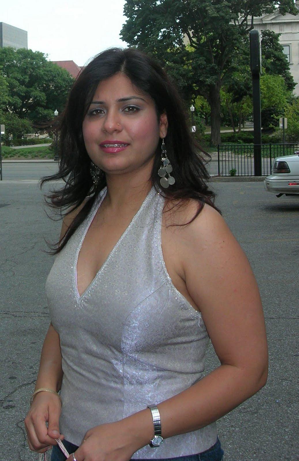 New Desi Photos Richest Bhabhi In Italy-3481