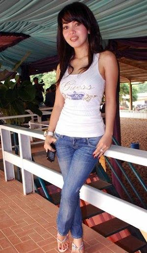 Foto Seksi Syahrini with Tank Top - Celebrity fashion style picture