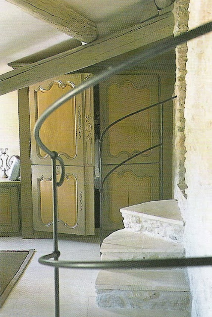 Boutique hotel room by designer Jocelyne Sibuet, from Côté Sud Magazine Aout-Sept 2002 edited by lb for linenandlavender.net