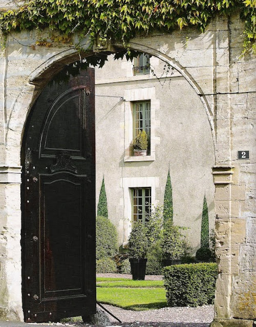 La Maison du Bailli entrance, image via French Country Style at Home, as seen on linenandlavender.net