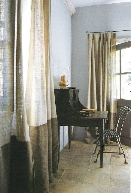 Bordered linen drapes, Maisons Côté  Sud, Avril-Mai 2008, as seen on linenandlavender.net