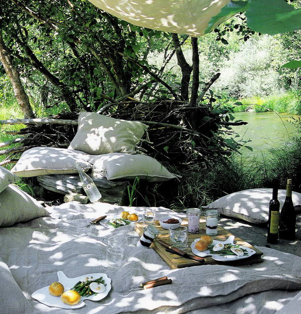 Picnic and Passion, image via Côté Sud Aout-Sept 2007, edited by lb for linenandlavender.net