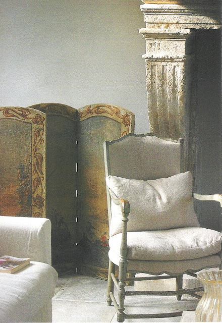 Balance of comfort, style, easy elegance, image via Maisons Côté  Sud Dec03-Jan04, edited by lb for linenandlavender.net - http://www.linenandlavender.net/2009/07/linen-and-lavender.html