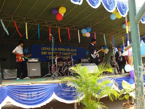 PENAMPILAN GROUP BAND SMPN 19