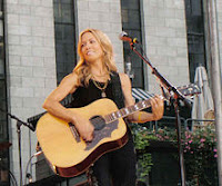 Sheryl_Crow_with_guitar.jpg