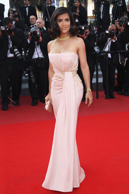 565a685af3c Salma graced the red carpet at the Palme d'Or Awards Closing Ceremony  during the 63rd Annual Cannes Film Festival on May 23 in a gorgeous Gucci  couture ...