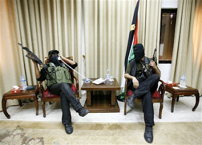 Hamas invade oficina de Abbas
