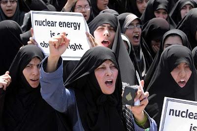 Mujeres iraníes defienden tesis nuclear de presidente Ahmanidejad