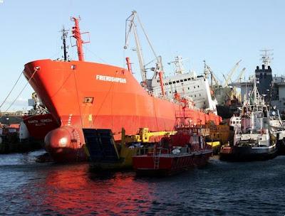 ΤΡΑΓΩΔΙΑ ΣΤΗ ΝΑΥΠΗΓΟΕΠΙΣΚΕΥΑΣΤΙΚΗ ΤΟΥ ΠΕΡΑΜΑΤΟΣ Ship_perama1