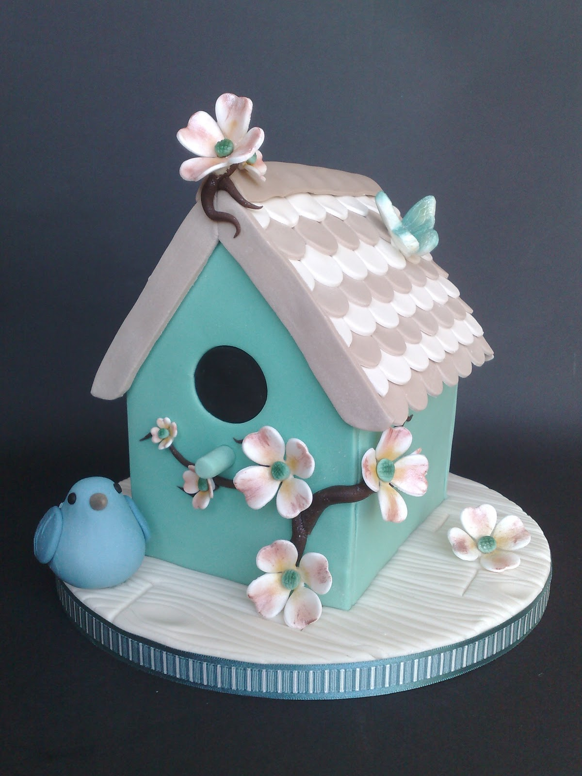 Small Things Iced Bird House Cake