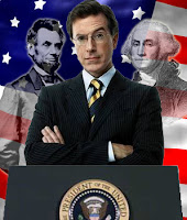 Stephen Colbert (com Abraham Lincoln e George Washington em pano de fundo)