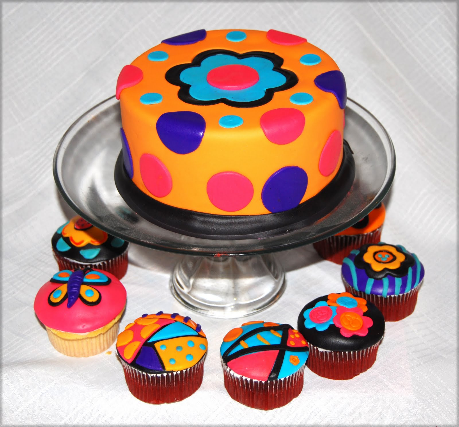 Leelees Cake-abilities: Pop Art Inspired Cake And Cupcakes