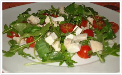 Salada de rúcula e frango