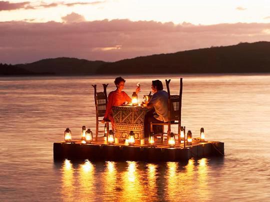 Viernes desayunos romanticos-http://1.bp.blogspot.com/_o3sGWKXICJo/TCI8jx8dwjI/AAAAAAAAAGo/1b2dxaJHDZo/s1600/Dinner+at+Fiji.jpg