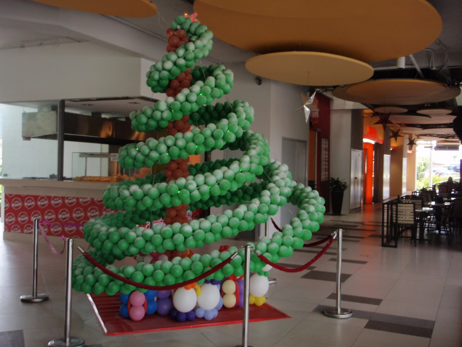Xing Fu: BALLOON CHRISTMAS TREE
