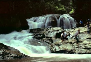 Huay Kaew Waterfall - Popular Waterfall in Chiang Mai
