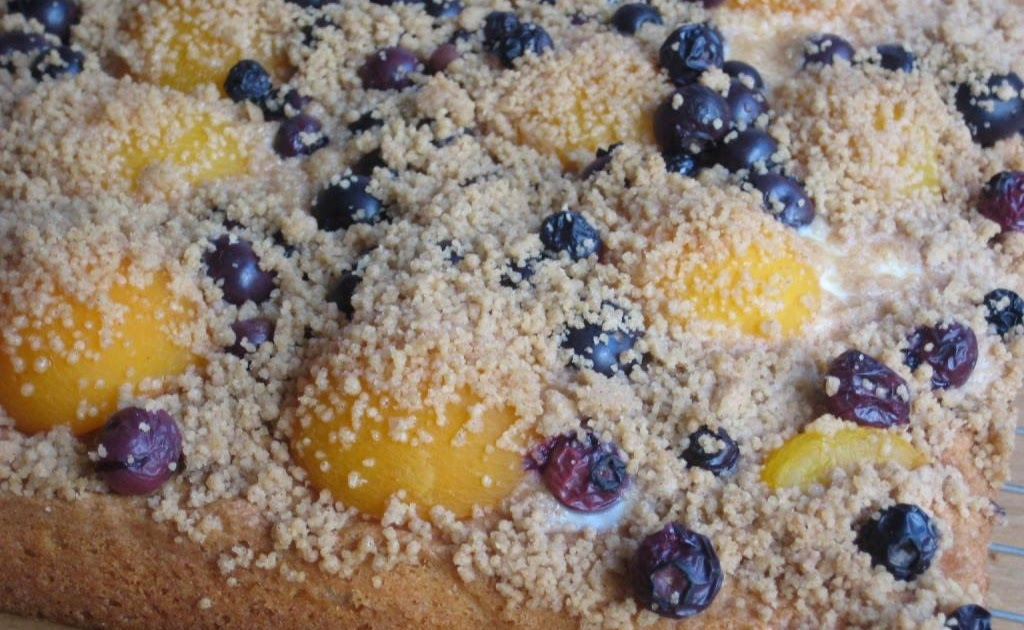 The Goddess's Kitchen ♥: Apricot & Blueberry Crumble Cake