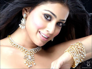 Shriya Saran Pretty Look in Gold Jewellery