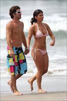 Bachelorette papas in bikini