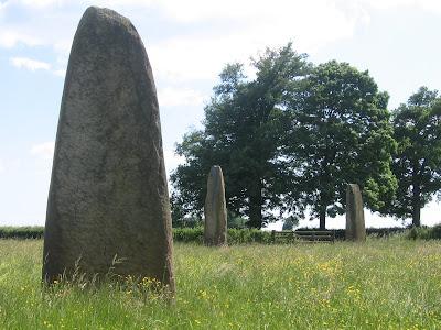 L'alignement de menhirs de Couches à Epoigny en Bourgogne 1