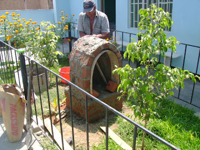 Puesto de salud villa san isidro for Grutas para jardines pequenos