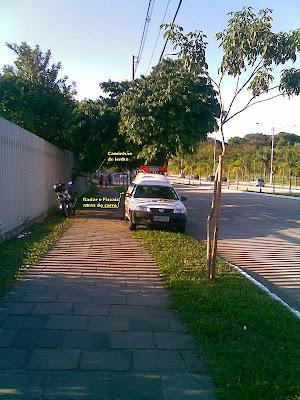 EPTC - Falta de respeito aos que utilizam as calçadas.