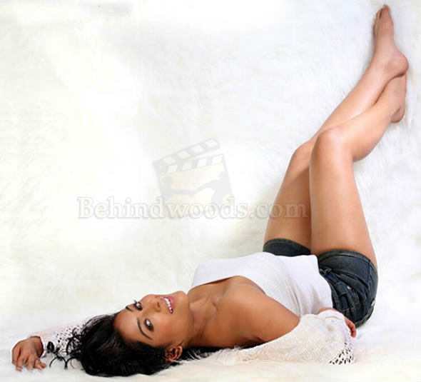 padmapriya hot in surya film awards - photo #25