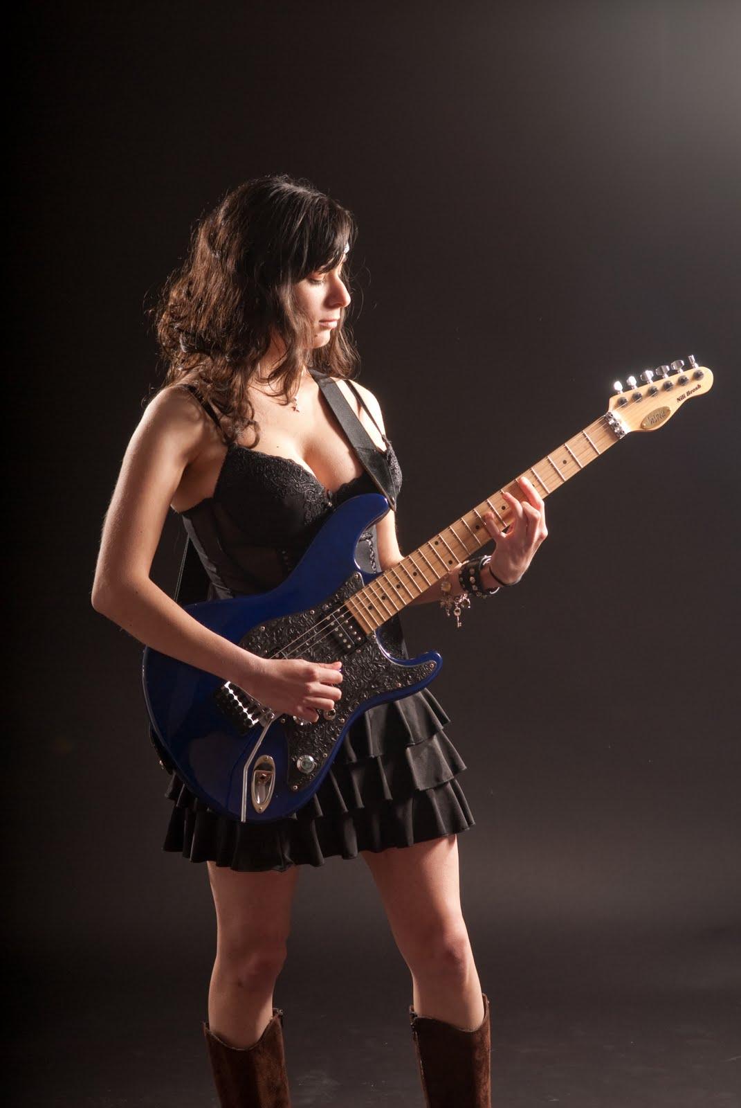 hot girl playing guitar naked