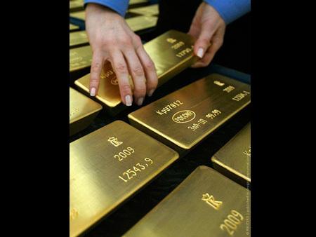 تعرف بالصور على صناعه سبائك الذهب 55051-450x-a_7.jpg