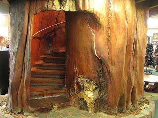 أغرب السلالــــــم ....  Internal-log-stairway-2