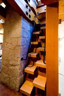 أغرب السلالــــــم ....  Stairs_runnerup