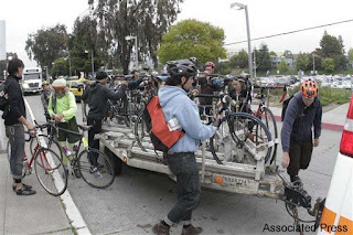 Bicycle commuters in Oakland