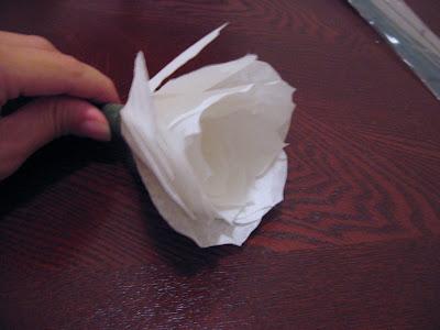 Las rosas de papel de mommymakesroses Paper+rose+3