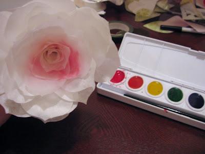 Las rosas de papel de mommymakesroses Paper+rose+paint