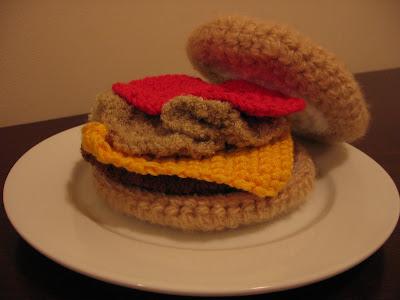 Free Crochet Pattern - Cheeseburger - CraftFreely.com