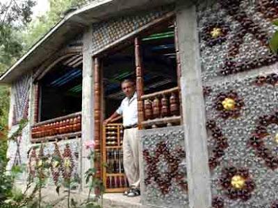 Серб построил дом из пластиковых бутылок