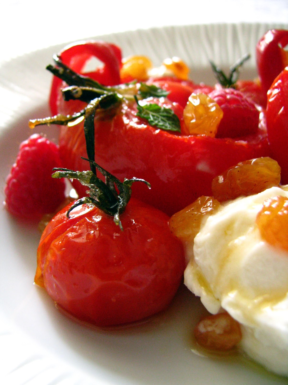 dans la cuisine de sophie dessert rouge tomates poivrons et framboises l 39 huile d 39 olive. Black Bedroom Furniture Sets. Home Design Ideas