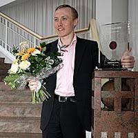 Ponomariov con el trofeo del XXXVIII Torneo de Ajedrez de Dortmund