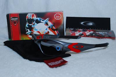 8a468cb36c863 Oakley Ducati Straight Jackets