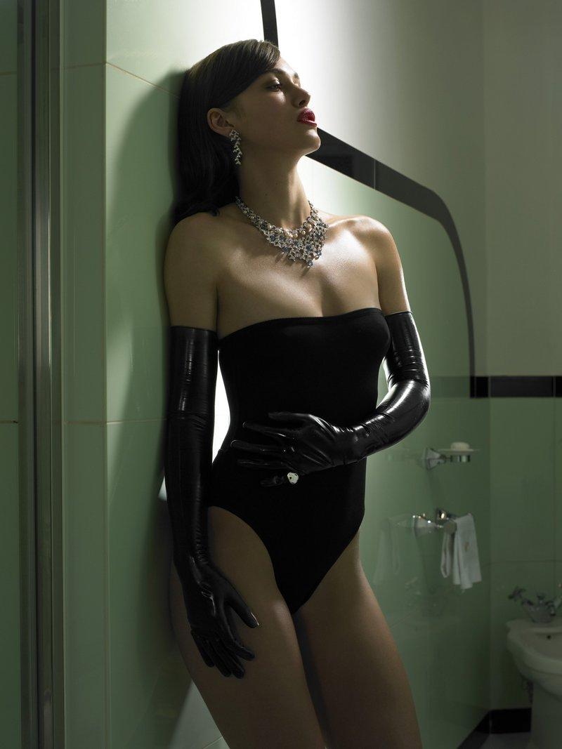 Hottest nude brunette desi dancer 2