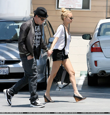 nicole richie chanel sunglasses. Nicole Richie and Joel spotted