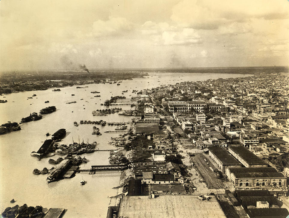 Hooghly river and part of Calcutta's east bank