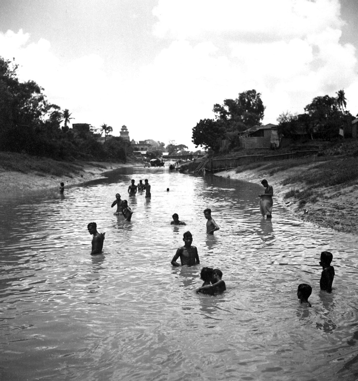 Bathing at Kalighat in Calcutta (Kolkata) - 1944